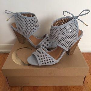 NIB Blue Peep Toe Chunky Heeled Sandals